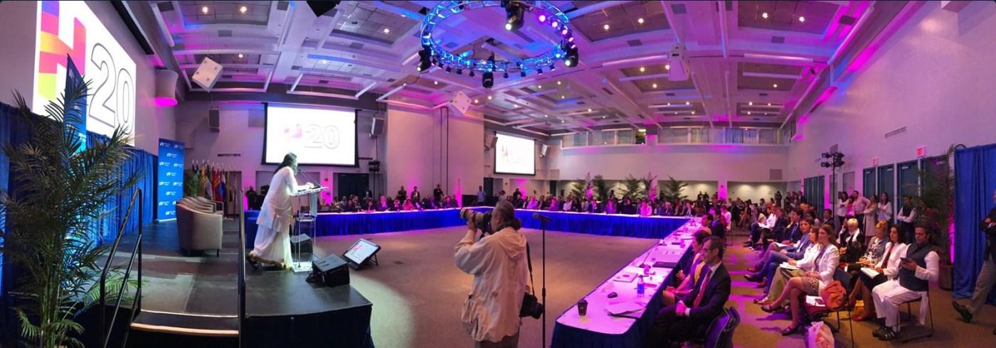 Especialistas se reúnen en Miami para participar en la primera Cumbre de la Felicidad (Twitter @SriSriOnTour)