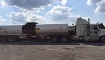 Los federales marcaron el alto al vehículo tipo tanque por violar el Reglamento de Tránsito en Carreteras y Puentes de Jurisdicción Federal (Policía Federal)