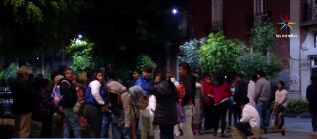 Desalojan a habitantes de edificio en Bucareli, CDMX (Noticieros Televisa)