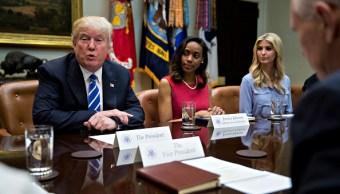 Donald e Ivanka Trump en reunión con pequeñas empresarias. (Getty Images)