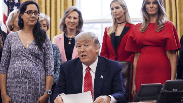El 28 de febrero, Trump firmó proyectos de ley están dirigidos a permitir las carreras de las mujeres. (Getty Images, archivo)