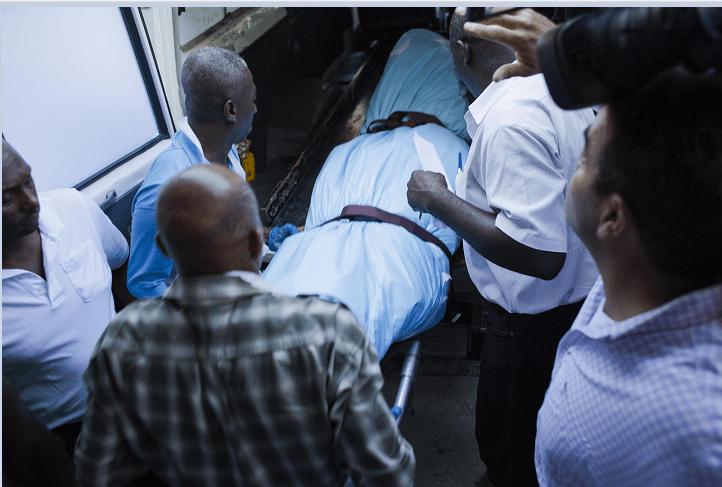 El cuerpo del expresidente Préval a su llegada al hospital Sainte Claire en Petion-Ville, Haití. (AP, archivo)