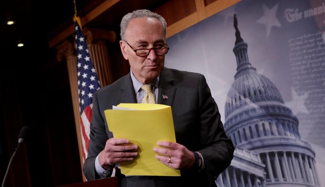 El líder demócrata en el Senado de Estados Unidos, Chuck Schumer, pide la dimisión del fiscal general, Jeff Sessions. (AP, archivo)