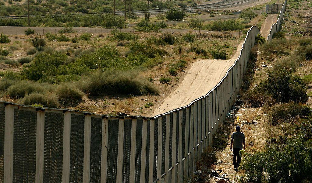 El muro fronterizo de Donald Trump costaría unos 15 mil mdd, según la firma Bernstein Research.