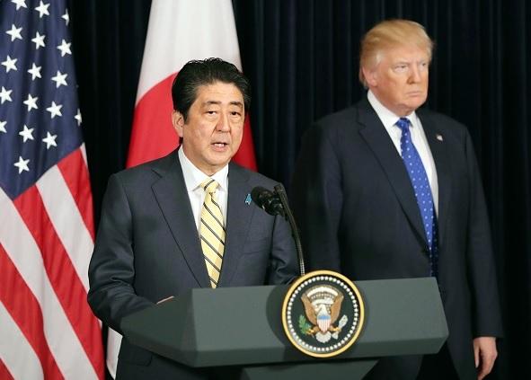 El presidente de Estados Unidos, Donald Trump, y el primer ministro de Japón, Shinzo Abe, durante una conferencia de prensa