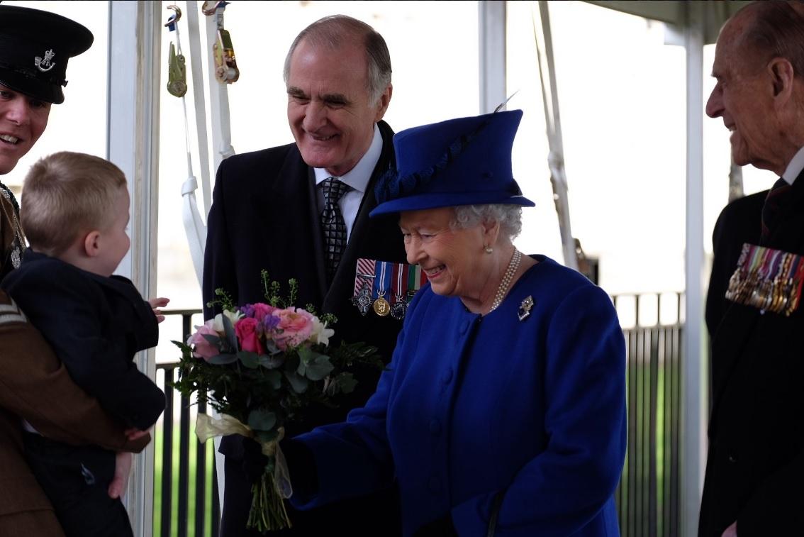 La Reina Elizabeth II honra a los militares y civiles que participaron en los conflictos de Irak y Afganistán