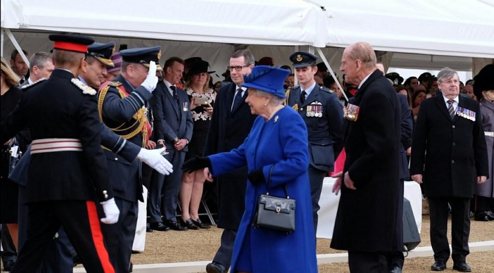 La Reina Elizabeth II honra a los militares y civiles que participaron en los conflictos de Irak y Afganistán (Twitter @RoyalFamily)