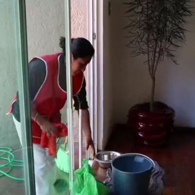 Agresiones y contratos no escritos padecen las empleadas domésticas en México