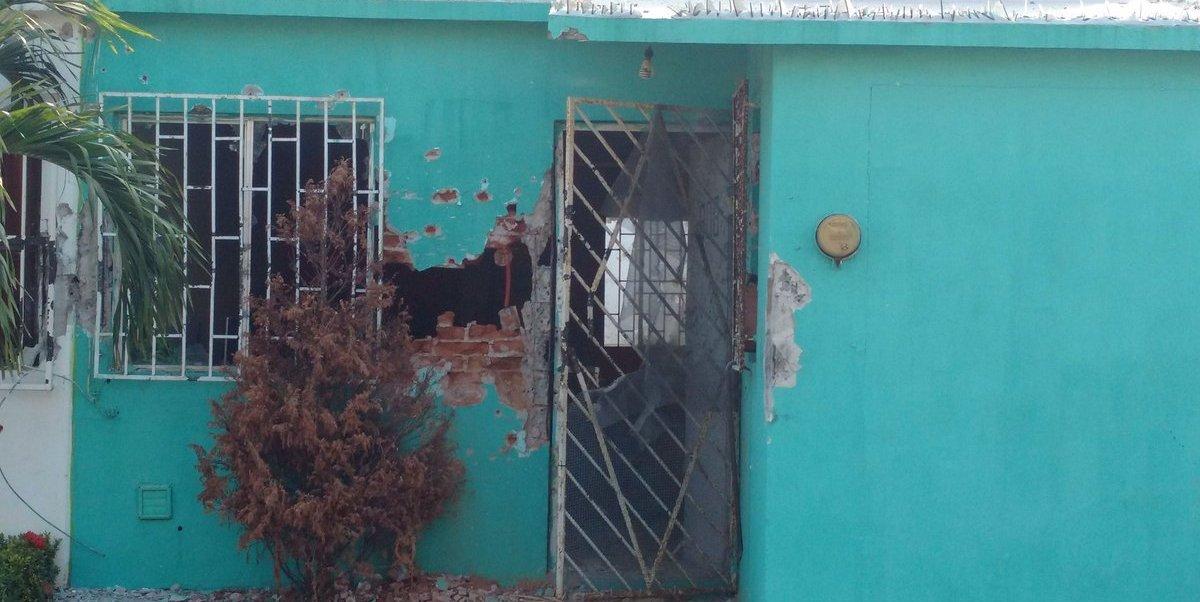 La vivienda de color verde, con el número 800, fue la más afectada.