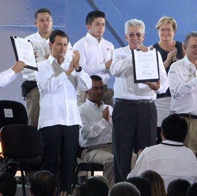 SCT entrega título de concesión federal del puente La Unidad, en Campeche