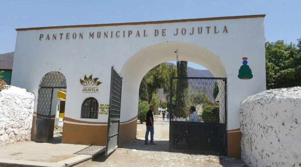 Entrada del panteón municipal de Jojutla, Morelos (Twitter @Fiscalia_mor)