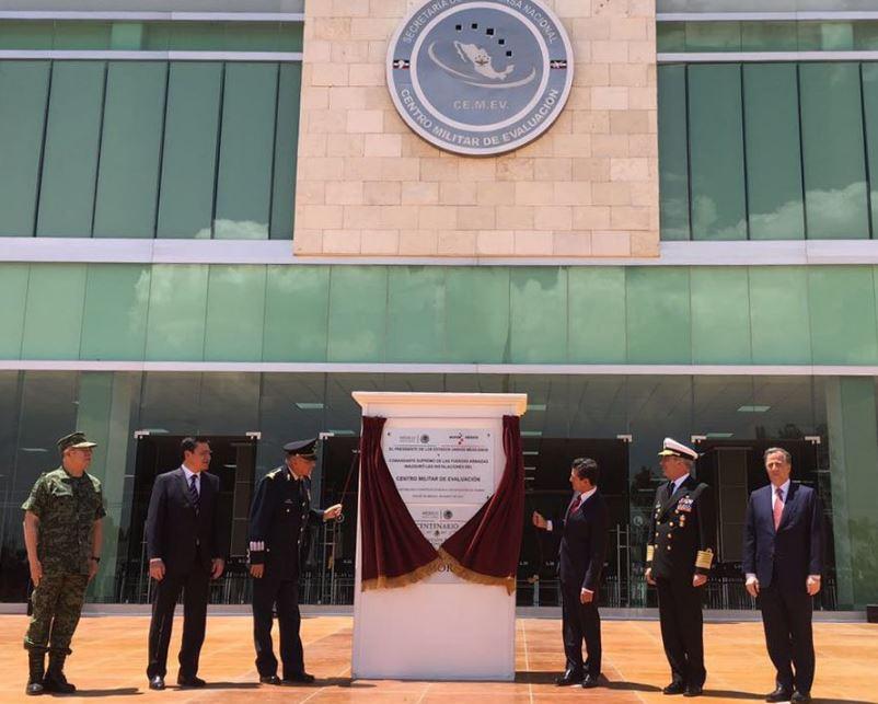 Enrique Peña Nieto inaugura el Centro Militar de Evaluación en el Campo Militar 1-A en Naucalpan, Estado de México (Twitter @Sedenamx)
