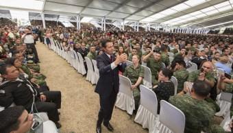 El presidente Enrique Peña Nieto se reúne con soldados y marinos en el Estado de México (Presidencia de la República)