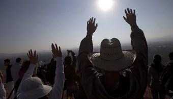El equinoccio ayuda a cargar de energía a visitantes mexicanos y extranjeros en zonas arqueológicas del país (AP)