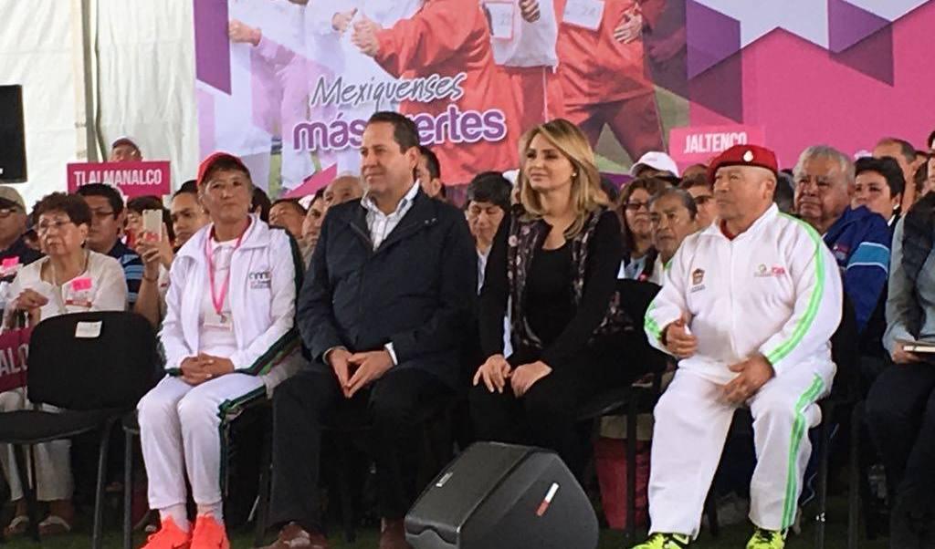 El gobernador del Estado de México, Eruviel Ávila, y la señora Angélica Rivera de Peña, presidenta del Consejo Consultivo del DIF
