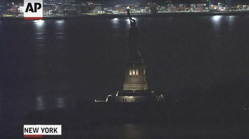 La iluminación de la Estatua de la Libertad se apagó de manera inesperada. (AP)