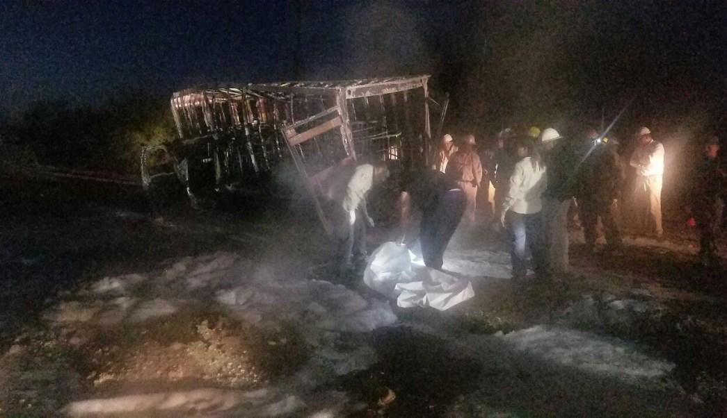 Personal de emergencias controla explosión en ducto de Pemex provocado por una toma clandestina (Noticieros Televisa)