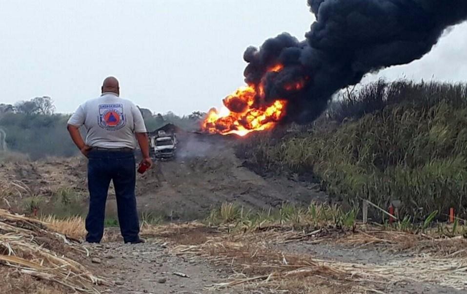 Explosión de ducto de Pemex en Tierra Blanca, Veracruz, deja tres lesionados (Twitter: @gallitorogel)