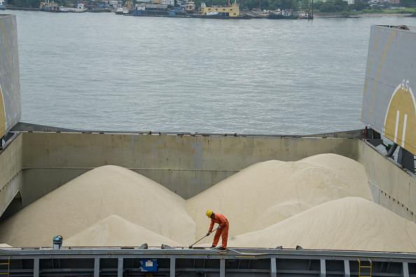Barco con cargamento de azúcar; un cargamento de más de 20 mil toneladas de azúcar mexicana se encuentra varado tras la cancelación de permisos de exportación hacia Estados Unidos (Getty Images)