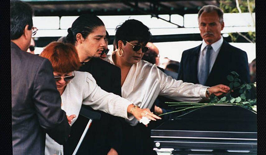 Familiares de Selena despiden a la cantante en su funeral. (AP, Archivo)