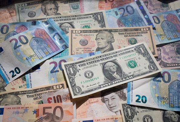 Fluctuación del tipo de cambio del dólar frente al euro. (Getty Images)