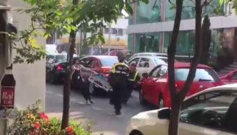 La SSP-CDMX busca a la conductora de un vehículo que impidió que le colocaran un inmovilizador a su unidad. (Tomada de video)