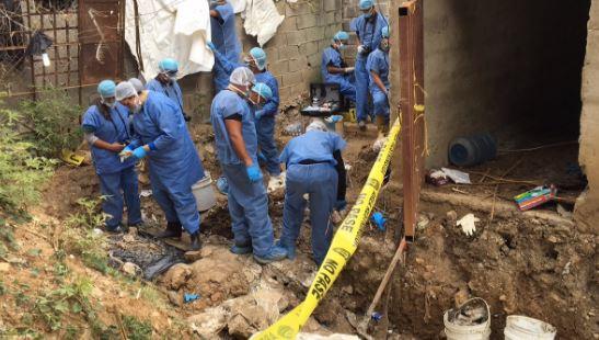 Autoridades trabajan para identificar los restos humanos hallados en la Penitenciaria General de Venezuela. (@amilcarespitia)