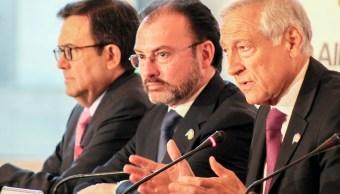 Ildefonso Guajardo, secretario de Economía, Luis Videgaray, canciller mexicano, y Heraldo Muñoz, canciller chileno. (Notimex)