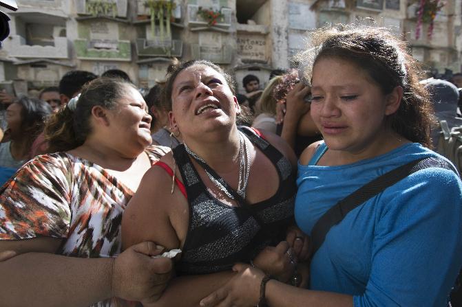 La tragedia en el Hogar Seguro Virgen de la Asunción indignó a los guatemaltecos y pone más presión sobre la maltrecha popularidad del presidente Jimmy Morales (Getty Images/Archivo)