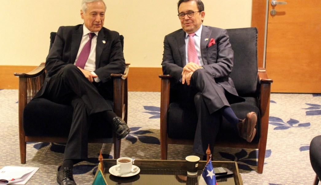 Ildefonso Guajardo, secretario de Economía de México, y Heraldo Muñoz, canciller chileno. (Notimex)