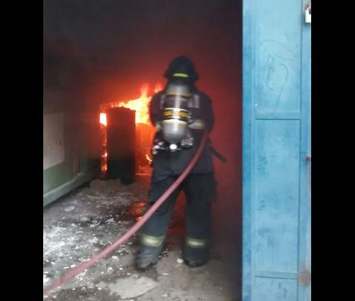 Incendio en fábrica de Puebla. (Twitter @SSP_Puebla)