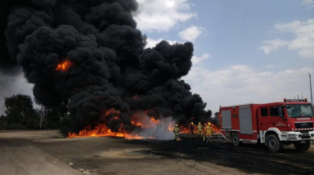 Continúan labores para combatir incendio de toma clandestina en Progreso de Juárez, Acatzingo