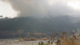 Bomberos de Jalisco no han podido sofocar el incendio en el vertedero de Tala. (Twitter: @CapitalJalisco)