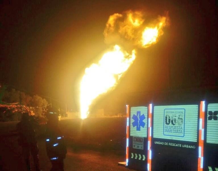Se prevé que el fuego permanezca durante las próximas 12 o 15 horas. (Twitter: @SSP_Puebla)
