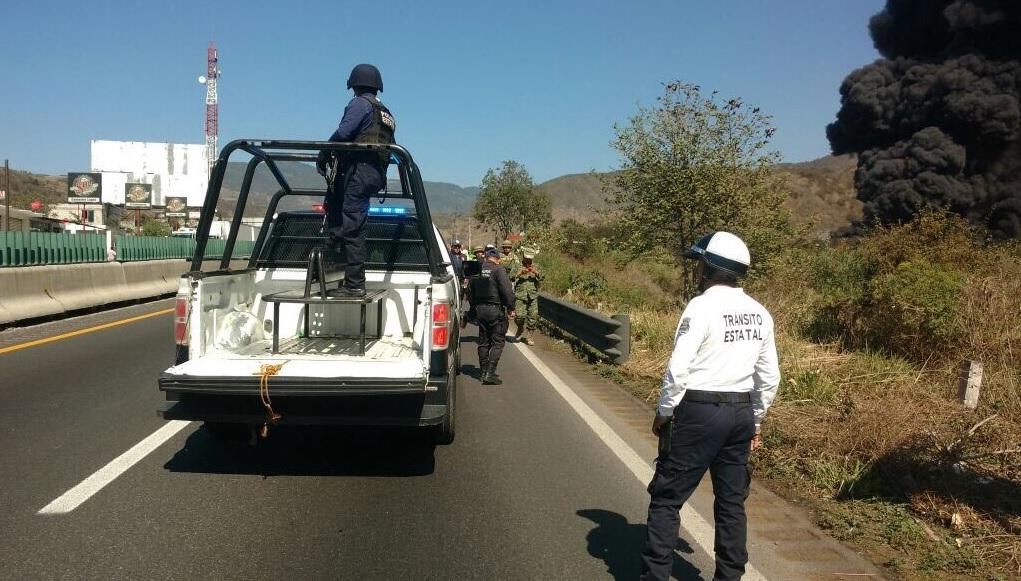 Incendio provocado por una toma clandestina en el poliducto Minatitlán-México. (Twitter @SP_Veracruz)