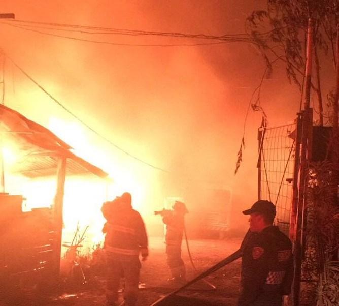 Aún no se determinan las cusas del incendio. (Twitter: @Raul_Esquivel_C)