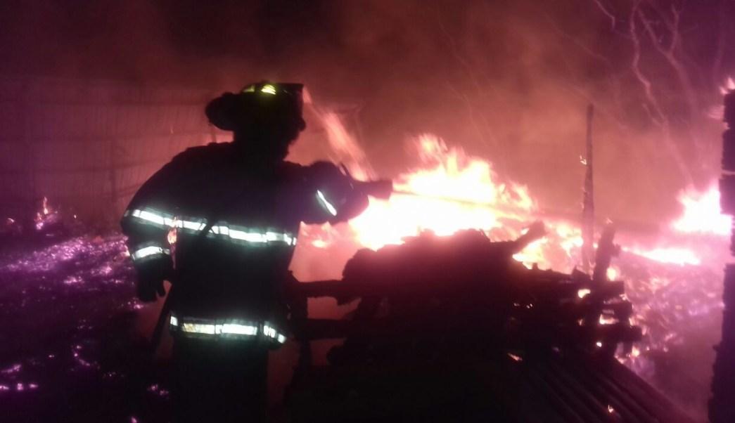Incendio en el patio de una bodega comercializadora de carnes, en la central de abastos de Zacatecas.