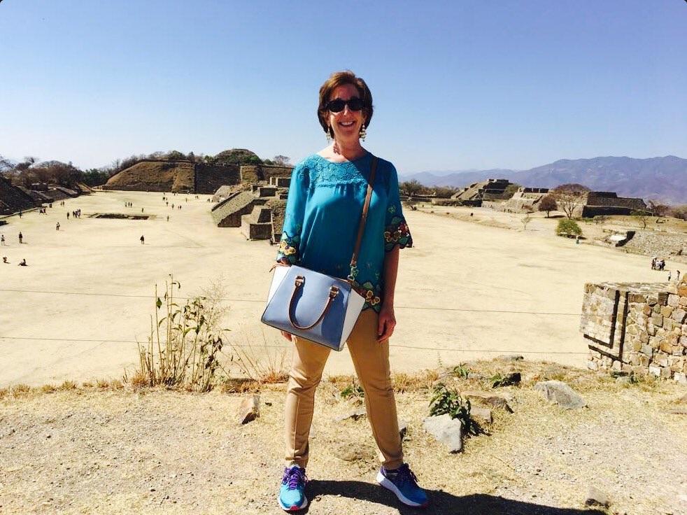 Roberta Jacobson, embajadora de Estados Unidos en México, visita Monte Albán, Oaxaca (Twitter @EmbRoberta)