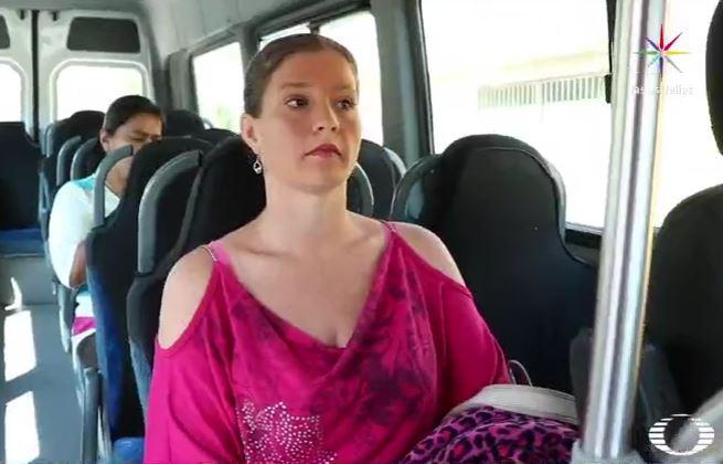 Jessica Nalbach, ciudadana estadounidense, usa el transporte público de Chimalhuacán para ir al trabajo en la CDMX (Noticieros Televisa)