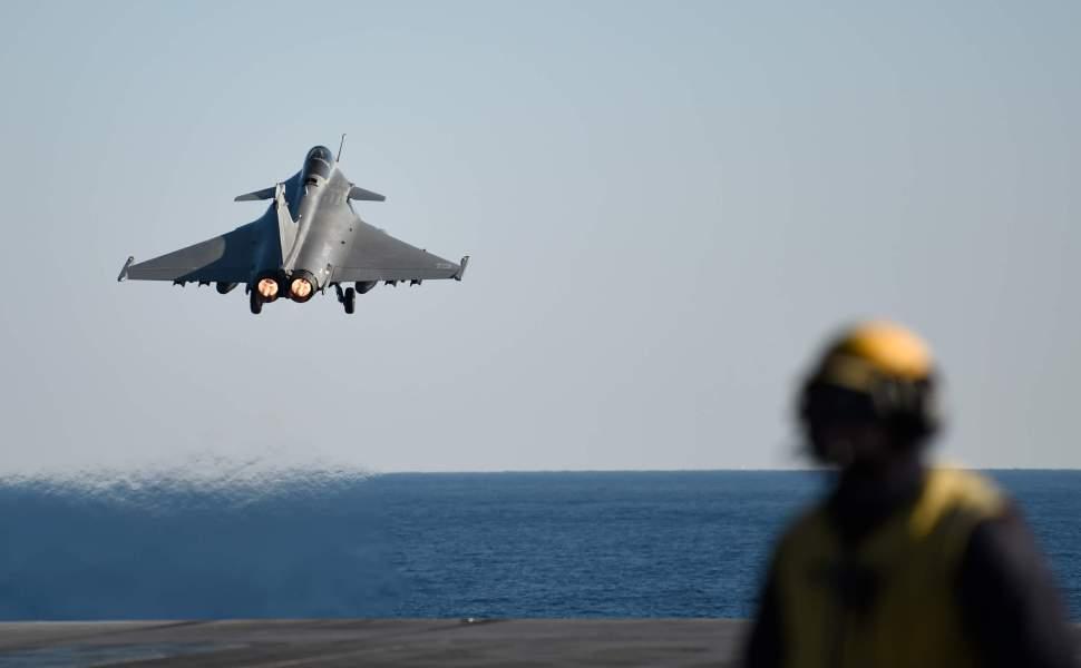 Jet de Francia participa en operativos contra el Estado Islámico en Siria (AP, archivo)