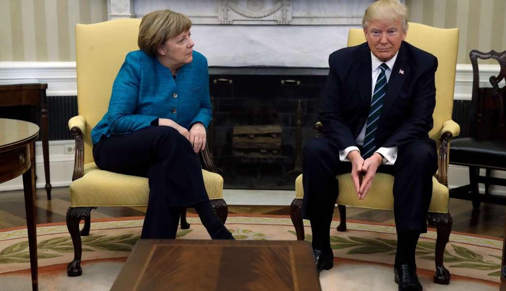 La canciller alemana, Angela Merkel, y el presidente de Estados Unidos, Donald Trump, en el Despacho Oval.