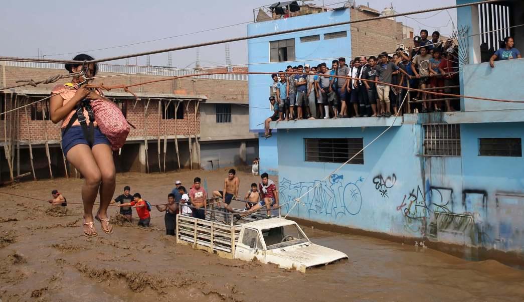 Las intensas lluvias han dejado más de 62 mil damnificados en Perú.