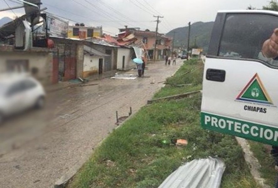 Las familias afectadas por la tromba en Las Margaritas, Chiapas, fueron trasladadas a un albergue temporal.(Twitter: @osadiainforma)