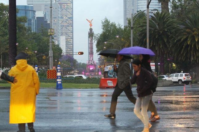 La lluvia vespertina no para en la Ciudad de México
