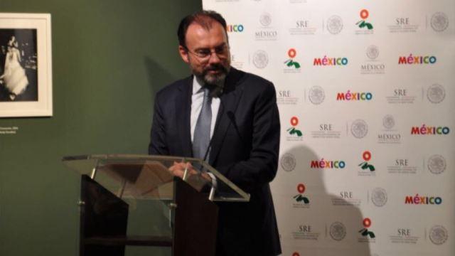 El secretario de Relaciones Exteriores, Luis Videgaray, hizo la entrega del documento (Foto: @SRE_mx)