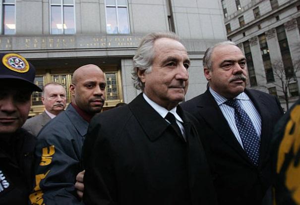 El inversionista Bernard Madoff cumple una condena en una cárcel de Carolina del Norte por fraude piramidal que superó los 65,000 millones de dólares (Getty Images/archivo)