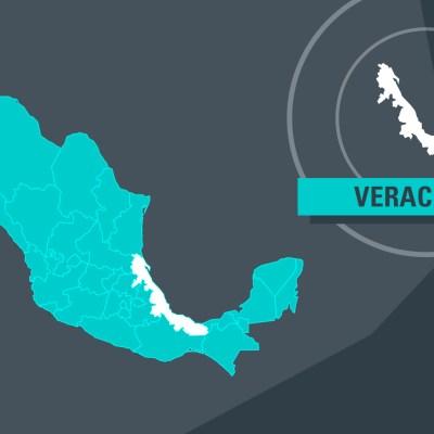 Tráiler vuelca en la autopista Veracruz - Cardel