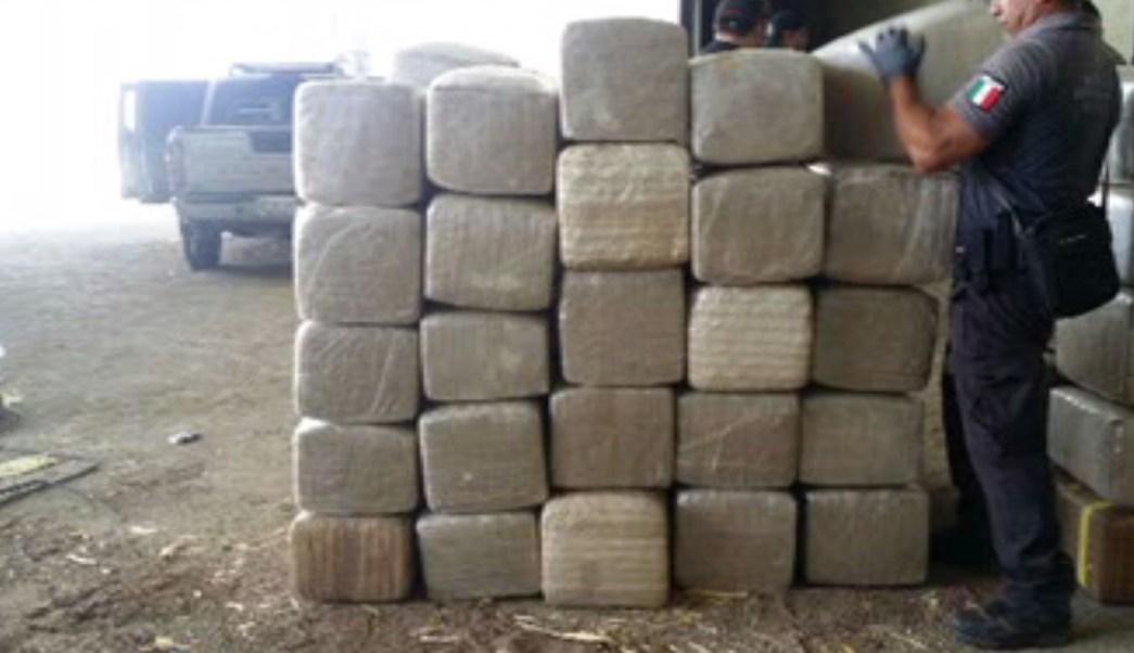 Marihuana incautada dentro de un inmueble que se localiza en Culiacán, Sinaloa; el enervante es destruido (Semar)