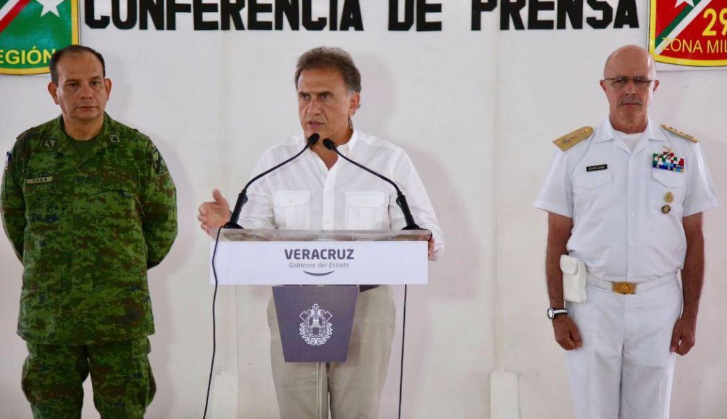 El gobernador veracruzano Miguel Ángel Yunes descarta que esta detención sea utilizada como un show (Twitter @YoconYunes)