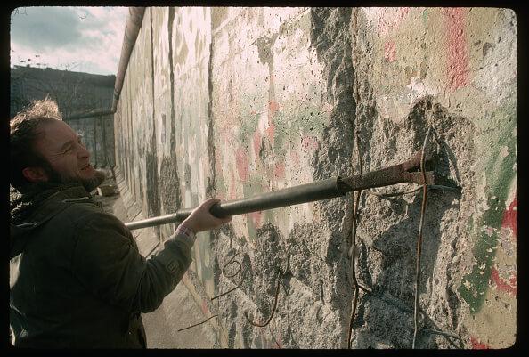 El muro de Berlín fue derrumbado el 9 de noviembre de 1989. (Getty images, archivo)